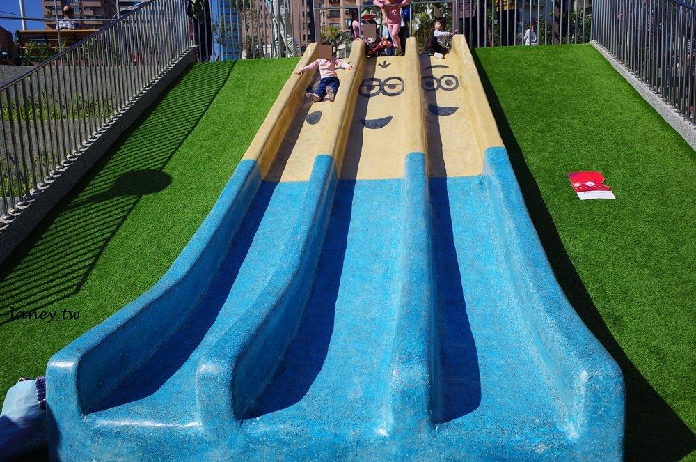 新北板橋│富貴綠地公園 小小兵溜滑梯、攀爬網 消耗小人體力好地方 @蘭妮 3+1 旅食日常