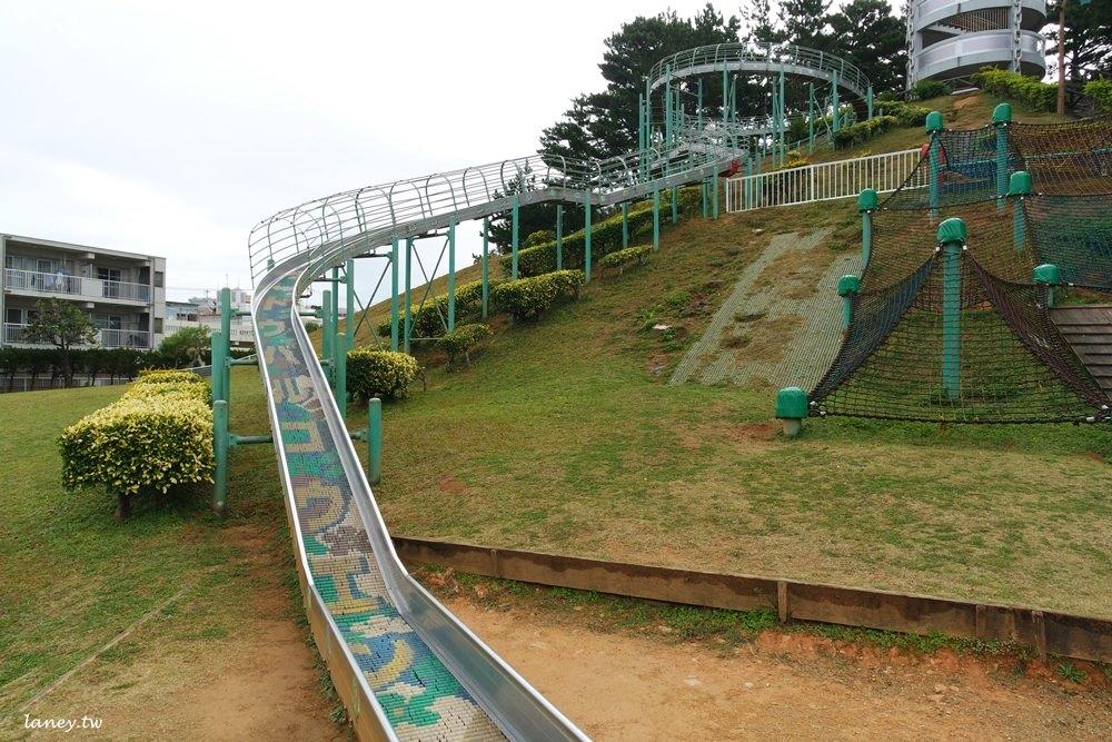 沖繩│北谷町 桃原公園 83公尺超長滾輪快速溜滑梯 @蘭妮の旅食日常
