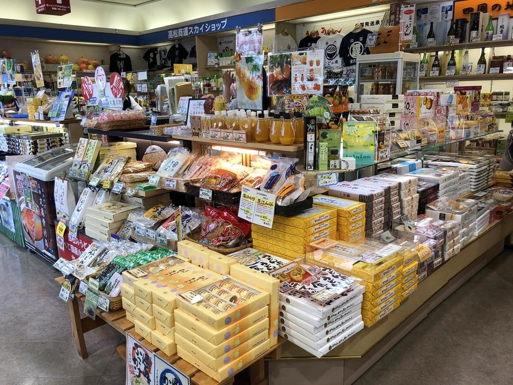 JR高松搭巴士到高松機場&逛高松機場伴手禮、免稅店 @蘭妮の旅食日常