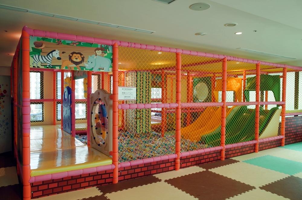 宜蘭親子飯店│礁溪兆品酒店,房間就有溫泉湯屋,發光積木、無邊際泳池、三溫暖、免費下午茶,近礁溪市區
