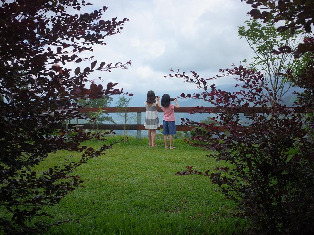 新竹尖石鄉營區推薦-怡然自德,夏天避暑高海拔可看星星銀河,沒有小黑蚊、有沙坑、玩水設施、草皮乾淨環境優