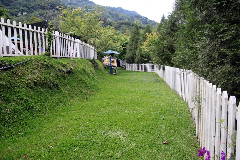 新竹尖石│山林涼露營區,有山泉水泳池、沙坑、遊具、租帳服務、行動駐唱,草皮區、碎石區和雨棚區,海拔450-500