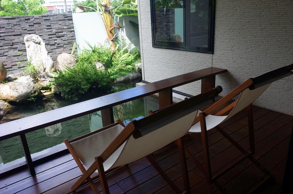 花蓮民宿推薦│依山午afternoon resort 是民宿也是咖啡廳 專屬客房的餵魚池  大浴缸泡澡好舒服